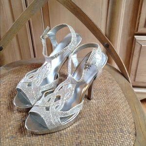 e2fc8c85ddd Madden Gorl silver heels Loopy 7.5